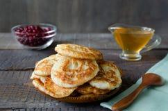fritos do Russo-estilo no fundo de madeira escuro Foto de Stock Royalty Free
