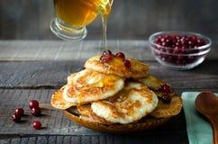 fritos do Russo-estilo no fundo de madeira escuro Foto de Stock