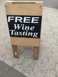 Fritt tecken för vinavsmakning Arkivbild