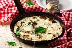Frittata белизны яичка шпината и гриба Стоковое Фото