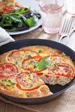 Frittata avec les légumes et le jambon Images stock