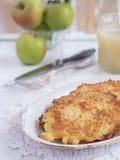 Frittella della patata su un piatto Immagini Stock Libere da Diritti