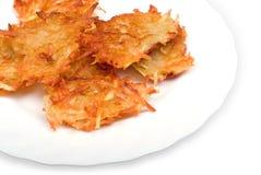 Frittelle ripiene della patata sulla zolla Fotografia Stock