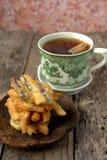 Fritter γλυκών πατατών με το τσάι Στοκ φωτογραφία με δικαίωμα ελεύθερης χρήσης