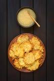 Fritters ή τηγανίτες πατατών με τη σάλτσα της Apple Στοκ εικόνες με δικαίωμα ελεύθερης χρήσης