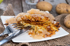 Fritters πατατών με Applesauce Στοκ Εικόνα