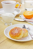 Fritters of cottage cheese with sour cream Royalty Free Stock Photography