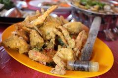Frittieren der Krabbe mit Eigelb Stockfotos