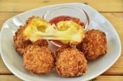 Frittierte Käsekugeln stockfoto