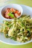 Frittierte Winde mit Salat Stockbilder