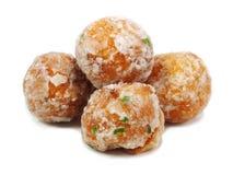 Frittierter Teigball mit Sojabohnenfüllung Stockfoto