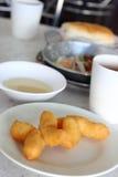 Frittiertes Teigstockfrühstück Stockfoto