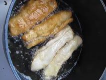 Frittura dei tortini per la prima colazione video d archivio