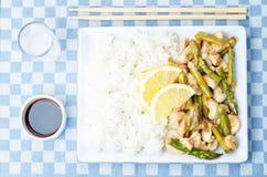 Frittura di scalpore del limone dell'asparago del pollo Immagini Stock Libere da Diritti
