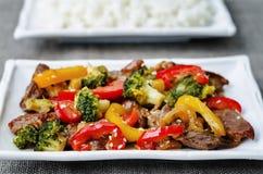 Frittura di scalpore del manzo dei broccoli del pepe Immagini Stock Libere da Diritti