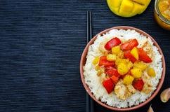Frittura di scalpore del pollo del mango con riso Fotografia Stock Libera da Diritti