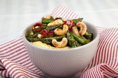 Frittura di Stir dell'anacardio e dell'asparago Immagini Stock Libere da Diritti