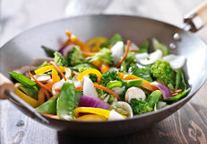 Frittura vegetariana di scalpore del wok Immagine Stock