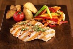 Fritture e contorno fritti griglia del pollo Fotografia Stock Libera da Diritti
