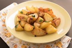 Friture de pomme de terre dans le plat Image libre de droits