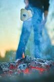 Friture sur un pain de mort du feu Image libre de droits