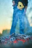 Friture sur un pain de mort du feu Photo libre de droits