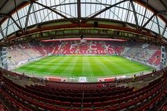 Fritz-Gualterio-Stadion hogar a los 2 Club 1 de Bundesliga FC Kaiserslautern y está situado en la ciudad de Kaiserslautern, el Ri fotografía de archivo