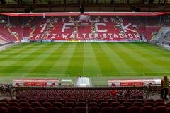 Fritz-Walteren-Stadion returnera till 2na Bundesliga klubba 1 FC Kaiserslautern och lokaliseras i staden av Kaiserslautern, Rhen Royaltyfri Foto