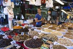 Friut e porcas para a venda no mercado coberto em Bursa central em Turquia Foto de Stock Royalty Free