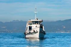 Färja - Lazise Garda sjö Italien Fotografering för Bildbyråer