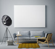 Förlöjliga upp den tomma affischen på väggen av livingroomen, Arkivbild