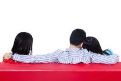 Förälskelsetriangel av två kvinna och en man Arkivbild