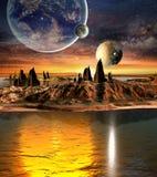 Främmande planet med planeter, jordmånen och berg Arkivfoto