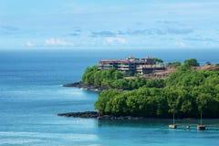 Frodig tropisk ö i lopp- och semesterbegrepp Royaltyfri Fotografi