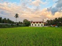 Frodigt av greenery& ett härligt kapell under det 😍 Fotografering för Bildbyråer