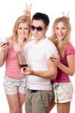 Frohe blonde Frau zwei und junger Mann Stockfoto