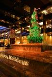 Frohe Feiertage Zeichen und Baum Lizenzfreies Stockbild