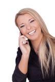 Frohe Frau, die zu ihrem Mobile hört Stockfoto