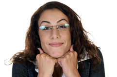 Frohe Frau mit dem Kinn über Händen Stockfoto