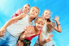 Frohe Kinder lizenzfreie stockbilder