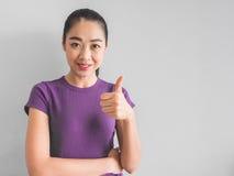Frohe und erfüllte Asiatin Lizenzfreie Stockbilder