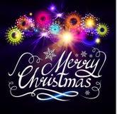 Frohe Weihnacht-kalligraphische Beschriftung mit Feuerwerken Vektor illustraion Stockbilder