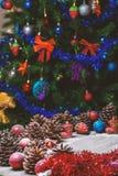 Frohe Weihnacht-Karte Der Junge gelegt auf den Schnee Weihnachtsthema Lizenzfreie Stockfotografie