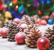 Frohe Weihnacht-Karte Der Junge gelegt auf den Schnee Weihnachtsthema Lizenzfreie Stockbilder