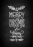 Frohe Weihnacht-und neues Jahr-Kreide-Brett-Beschriftung Buchstaben stilisierten für die Zeichnung mit Kreide auf der Tafel Lizenzfreies Stockbild