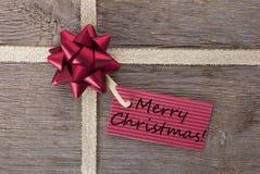 Frohe Weihnachten auf einer roten Karte Stockfotografie