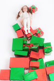Frohe Weihnachten 2016! Cyber Montag US Mädchen, das Cristmas-Geschenk hält Stockfotografie