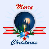 Frohe Weihnachten, Designhintergrund mit Weihnachtsbällen, Weihnachtsbaumasten und Kerze Stockbilder