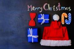 Frohe Weihnachten geschrieben mit Kreide auf einen schwarzen Hintergrund mit wo Stockfotografie