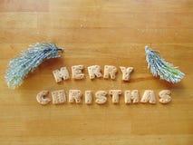 Frohe Weihnachten geschrieben mit Plätzchen Stockfotografie